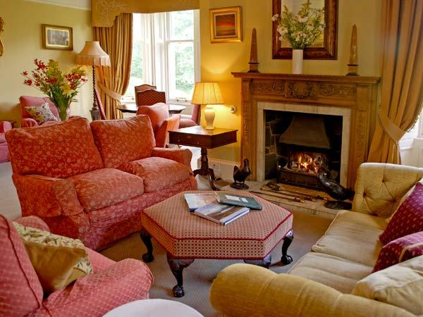 CASTLETON HOUSE, pet friendly, luxury holiday cottage, with a garden in Glamis, Ref 8403 - Image 1 - Glamis - rentals