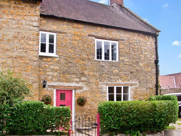 QUAKER COTTAGE, pet friendly, character holiday cottage, with open fire in Sherborne, Ref 8892 - Image 1 - Sherborne - rentals
