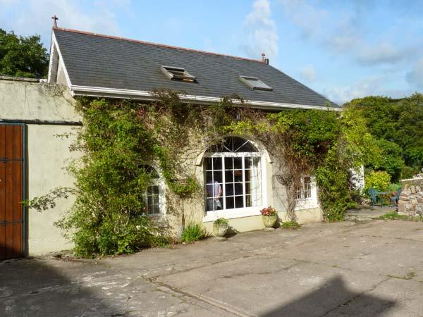THE GRANARY, country holiday cottage, with open fire in Cahir, Ref 8661 - Image 1 - Cahir - rentals