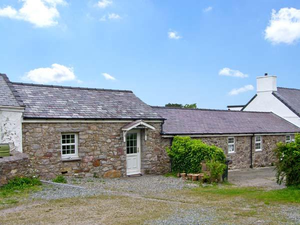 TYN Y MYNYDD  , family friendly, character holiday cottage, with a garden in Moelfre, Isle Of Anglesey, Ref 7609 - Image 1 - Moelfre - rentals