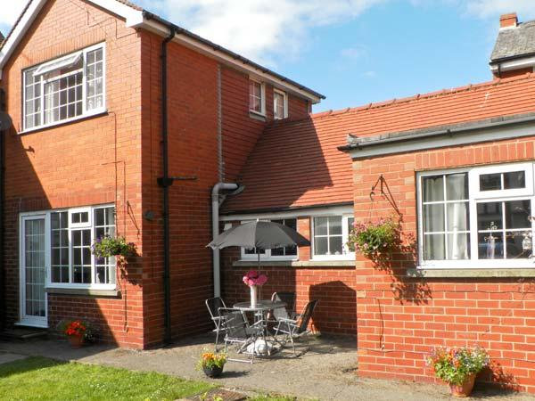 WOODCROFT COTTAGE, pet friendly, with a garden in Bridlington, Ref 8775 - Image 1 - Bridlington - rentals