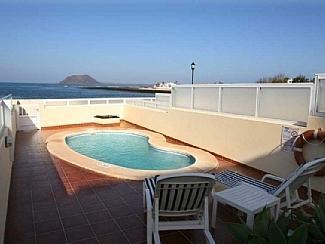 Private pool with ocean views - Beachfront Villa in Corralejo, Fuerteventura - Corralejo - rentals