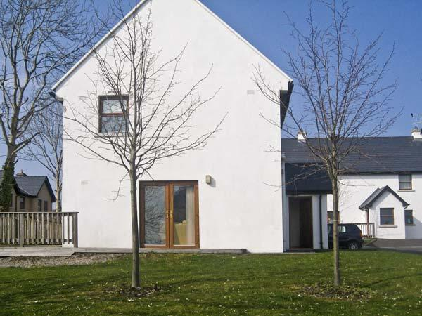 12 MOUNTSHANNON COTTAGES, pet friendly, country holiday cottage, with a garden in Mountshannon, County Clare, Ref 4636 - Image 1 - Mountshannon - rentals