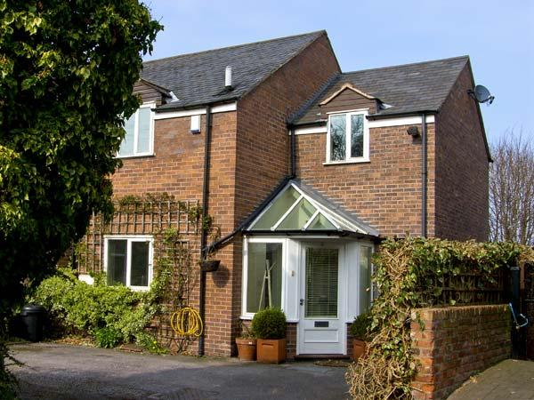 4 EDGAR PLACE, family friendly, country holiday cottage, with a garden in Chester, Ref 5663 - Image 1 - Chester - rentals