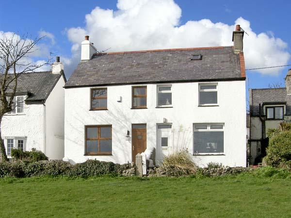 KEEPER'S COTTAGE, family friendly, with a garden in Moelfre, Isle Of Anglesey, Ref 5110 - Image 1 - Moelfre - rentals