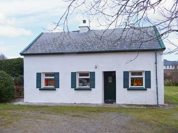 THE LAKE HOUSE, CONNEMARA, family friendly, character holiday cottage, with a garden in Lettermullen, County Galway, Ref 4641 - Image 1 - Lettermore - rentals