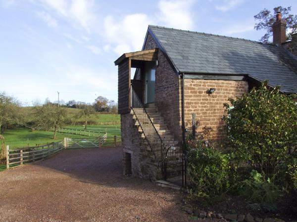 THE OLD GRANARY, romantic, luxury holiday cottage, with a garden in Wormelow, Ref 4450 - Image 1 - Hereford - rentals