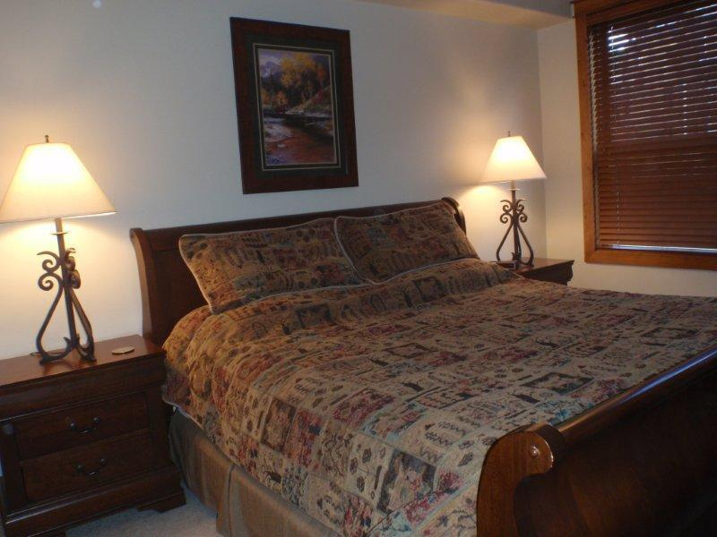 Master Bedroom 1 - King - 4 bedroom/4 bath Black Bear Condo! - Crested Butte - rentals