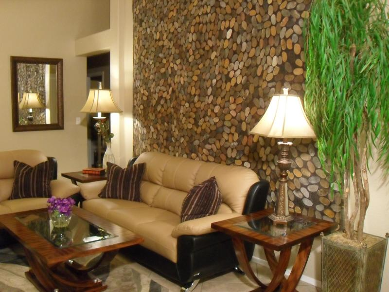 Family Room - GiGi's House - Charming, elegant, affordable - Las Vegas - rentals
