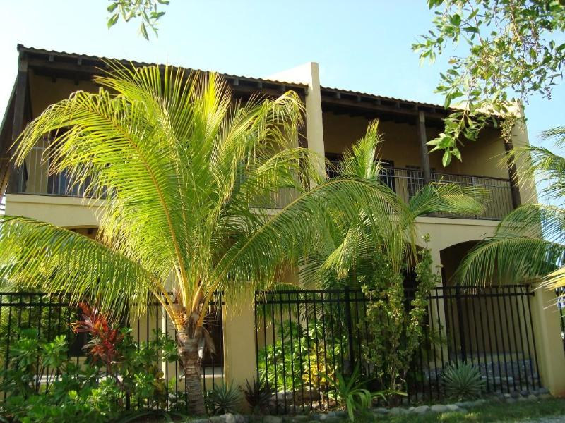 Palms Condo street view,front balcony,porch - Carribean condos at the Palms - Utila - rentals