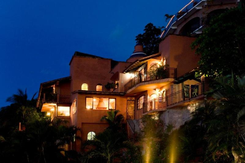 CASA PARAISO BY NIGHT - CASA PARAISO:  ROMANTIC VILLA / VIEWS/ NEAR BEACH - Puerto Vallarta - rentals