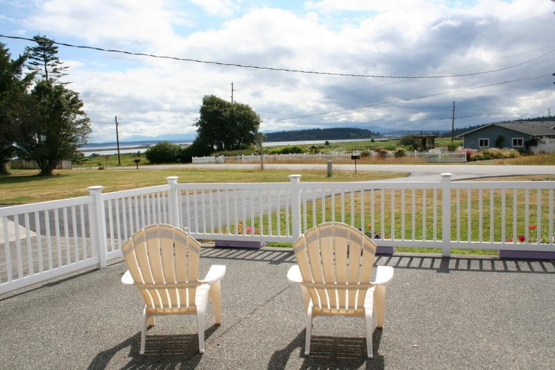 Relax on front patio and watch sunrises, sunsets, sailboats and ships go by - Water & Mt View Home in Coupeville Whidbey Island - Coupeville - rentals