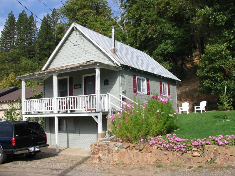 Main Street Cottage - Enjoy Sierra's Cozy Main Street Cottage - Greenville - rentals