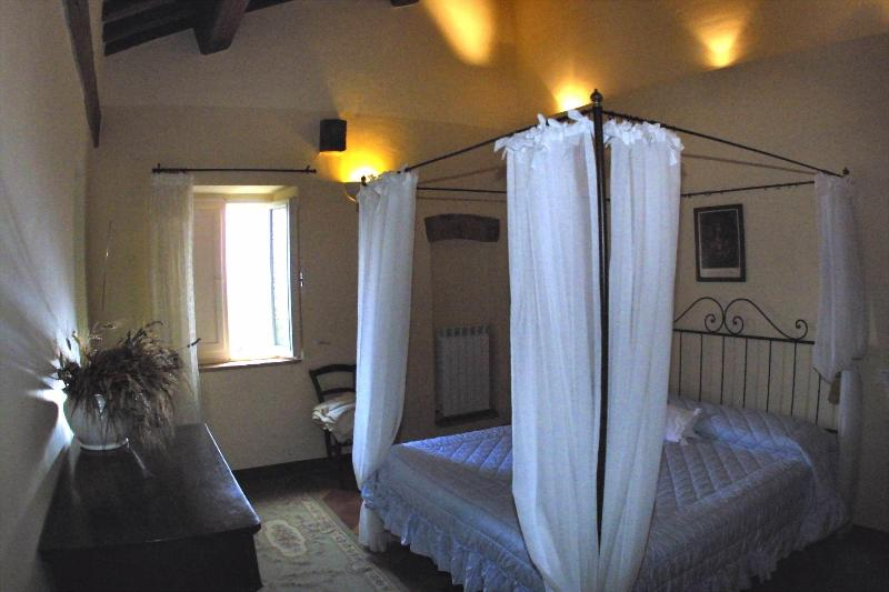 maribelle 1 - 2 Bedroom Vacation Apartment with Antique Charm - Pienza - rentals