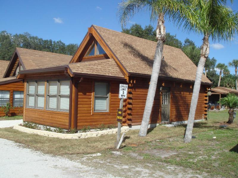 Log Harbor Cabin - Lake Okeechobee Log Cabin - Okeechobee - rentals