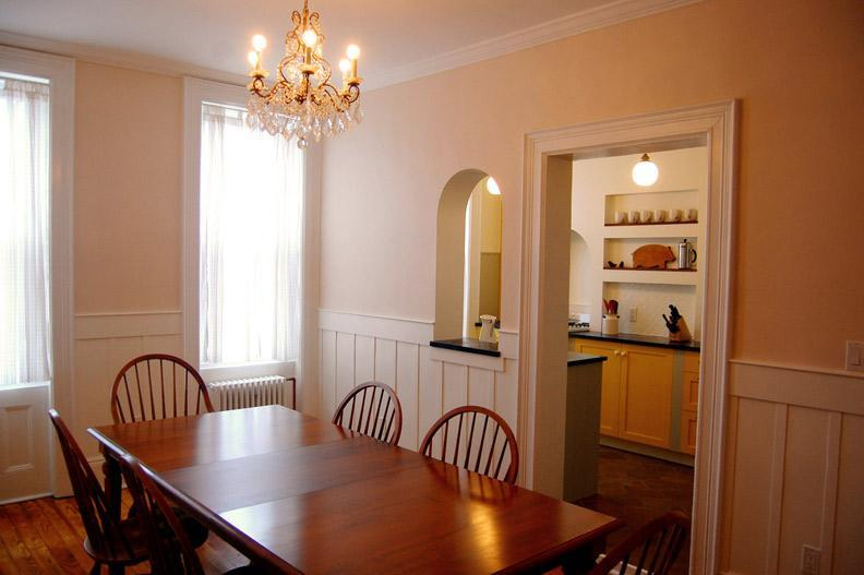 Dining Room Looking into Windowed Kitchen - Spacious & Sunny 2.5BR Apt—15 Min to Downtown - Brooklyn - rentals