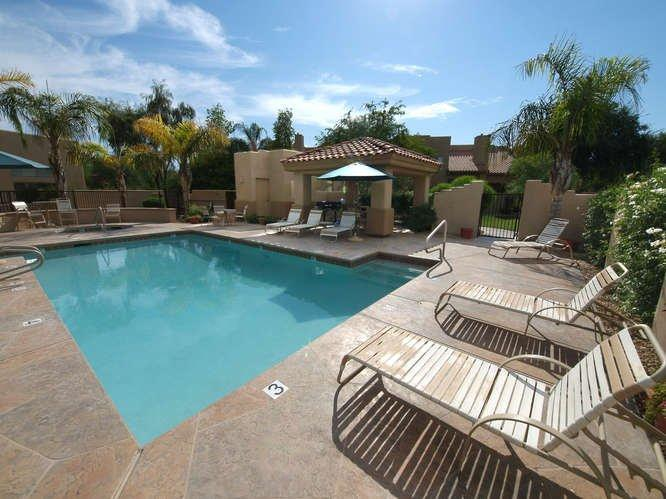 Relaxing pool and patio area - Scottsdale 2 bedroom townhome in great location - Scottsdale - rentals