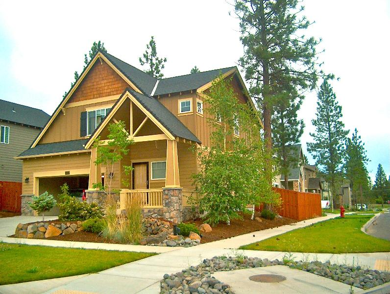 Front of the house - Cozy & Upscale  Vacation Rental in Beautiful Bend - Bend - rentals
