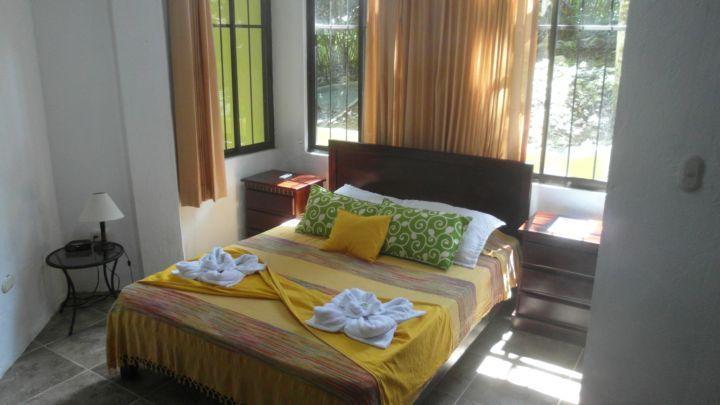 Large Master Bedoom - 2  Queen Bedrooms pool, A/C, WiFi,BBQ 1200 sq/ft - Manuel Antonio National Park - rentals