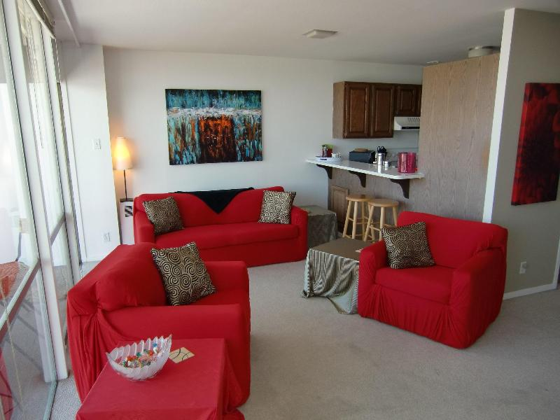 Living room with open kitchen and balcony - Penthouse, Central, Amazing Bay View, Balcony, Sleeps 6 - San Francisco - rentals