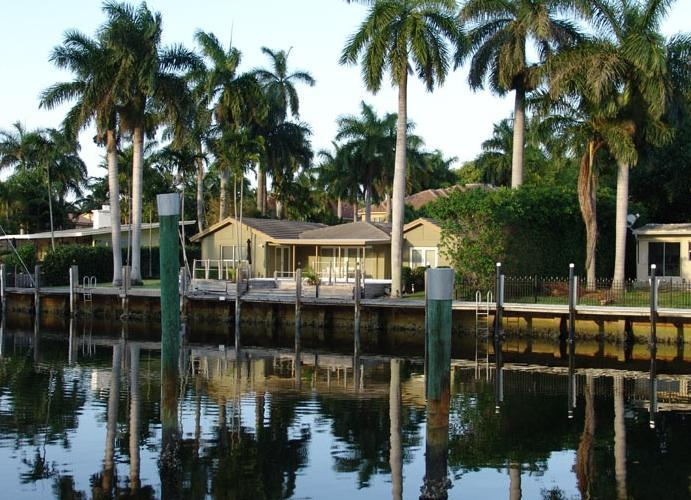 Villa Fiesta - Waterfront, close to beach, heated pool, dock - Fort Lauderdale - rentals