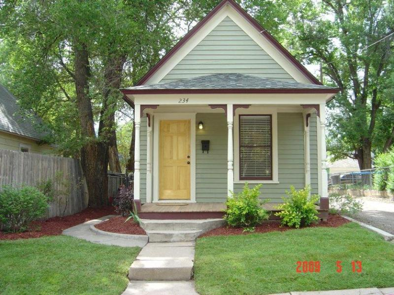 Charming turn-of-the-century home, exudes warmth - Colorado Springs, Colorado House with Private Fenced Backyard, walk to Parks, less than a mile to the US Olympic Training Center - Downtown Mini-Victorian w/Garage-Available through January  FOR SALE IN FEBRUARY - Colorado Springs - rentals