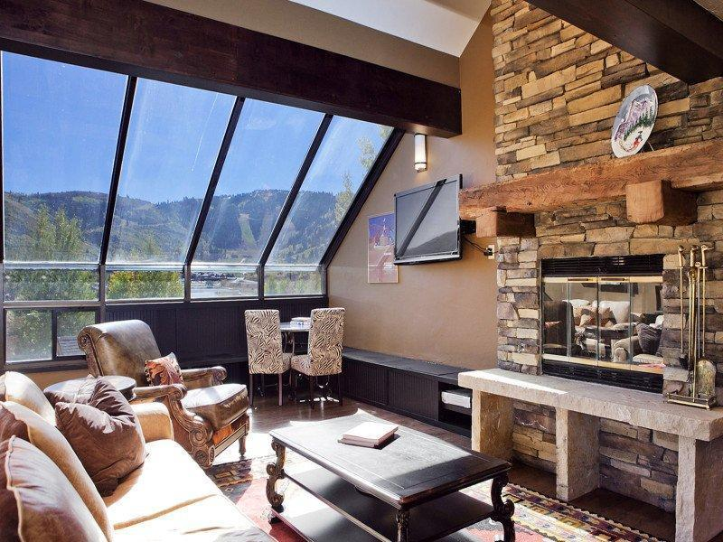 Great room with soaring views - Affordable Luxury Deer Valley - Sleeps 8! - Park City - rentals
