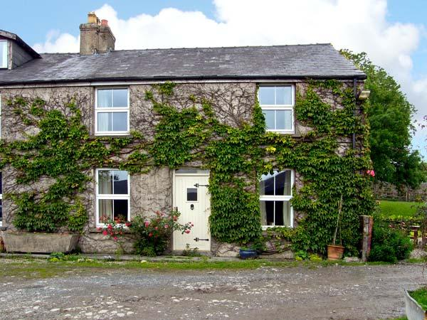PANT GLAS COTTAGE, pet friendly, character holiday cottage, with a garden in - Image 1 - Carmarthen - rentals