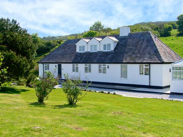 BELAN WEN, family friendly, luxury holiday cottage, with hot tub in Llanddona, Ref 7759 - Image 1 - Llanddona - rentals