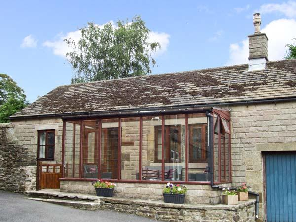 DUNCREST, romantic, character holiday cottage, with open fire in Longnor, Ref - Image 1 - Longnor - rentals