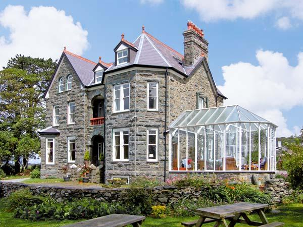 PENSARN HALL, pet friendly, character holiday cottage, with a garden in Llanbedr, Ref 7117 - Image 1 - Llanbedr - rentals