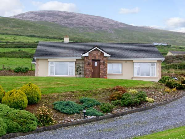 HERON'S NEST , family friendly, with a garden in Inch, County Kerry, Ref 4685 - Image 1 - Inch - rentals