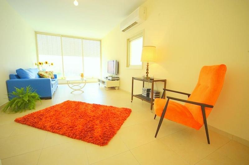 Living room (view from east to west) - My Beautiful Tel Aviv apt. By the Beach - Tel Aviv - rentals