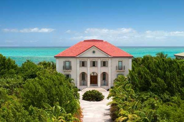 This waterfront manor- house, in Turtle Cove, has a large private swimming pool and is merely steps away from Grace Bay Beach. TNC PAP - Image 1 - Grace Bay - rentals