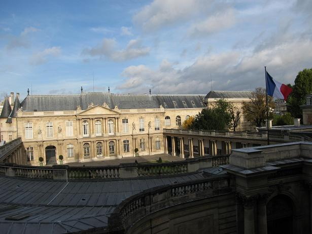 view from the apartment, on the largest mansion of le marais - 2 Bedroom Rental with Amazing View in Marais - Paris - rentals