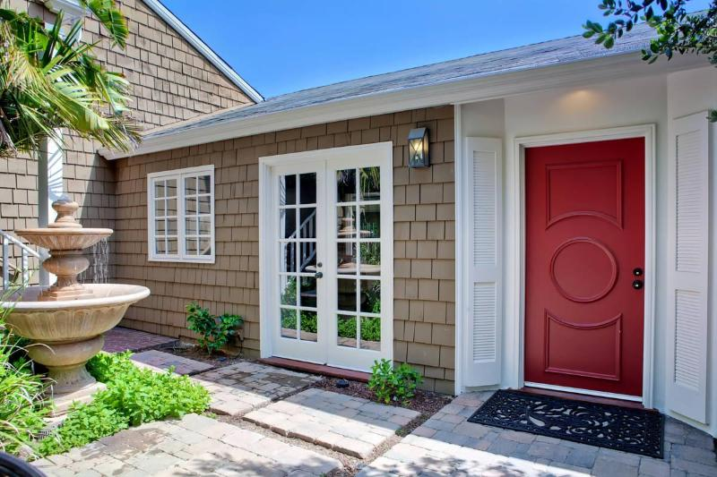 Enter the home through a tranquil courtyard - Tranquil Ocean View La Jolla Home - La Jolla - rentals