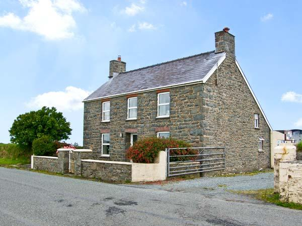 BANK HOUSE FARM, family friendly, character holiday cottage, with a garden in St Davids, Ref 5766 - Image 1 - Haverfordwest - rentals