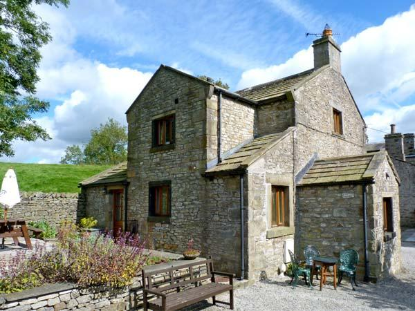 THE COACH HOUSE, family friendly, character holiday cottage, with a garden in Giggleswick, Ref 9165 - Image 1 - Giggleswick - rentals