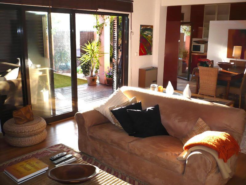 Cascais flat with cosy garden - Image 1 - Cascais - rentals