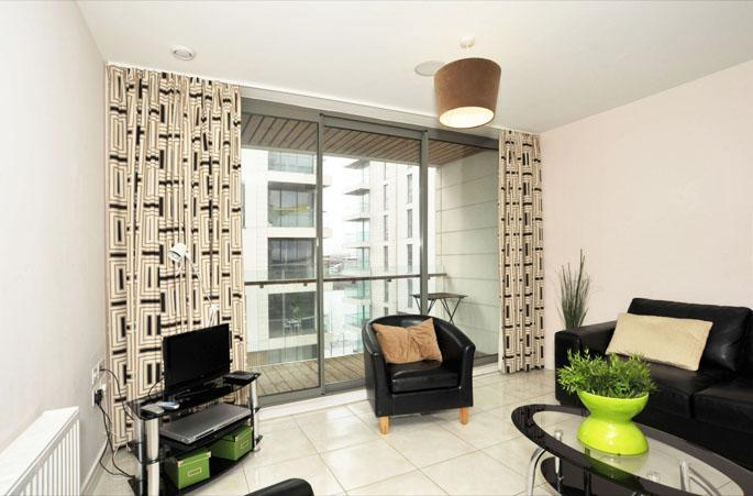 Modern One Bed Apartment with Private Balcony - Titanic Quarter Apt, Belfast City Centre,FREE WiFi - Belfast - rentals