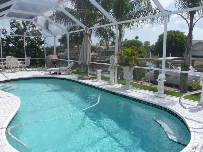 Pool with Lanai facing West - Tropical Villa Pool Canal quick Gulf access Boat - Cape Coral - rentals