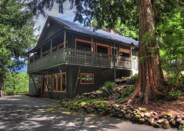 Crystal Creek Chalet -Secluded Riverfront, Dogs OK - Image 1 - Oregon - rentals