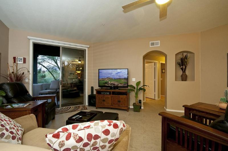 Living Room - 3 Bed 2 Bath - DC Ranch Townhome - Garage - Pool - Scottsdale - rentals
