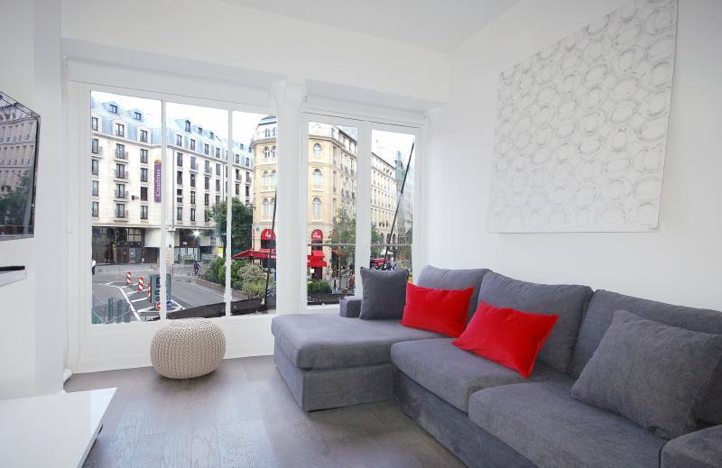 Paris Apartment for Two Couples near the Louvre - Rivoli - Image 1 - Paris - rentals