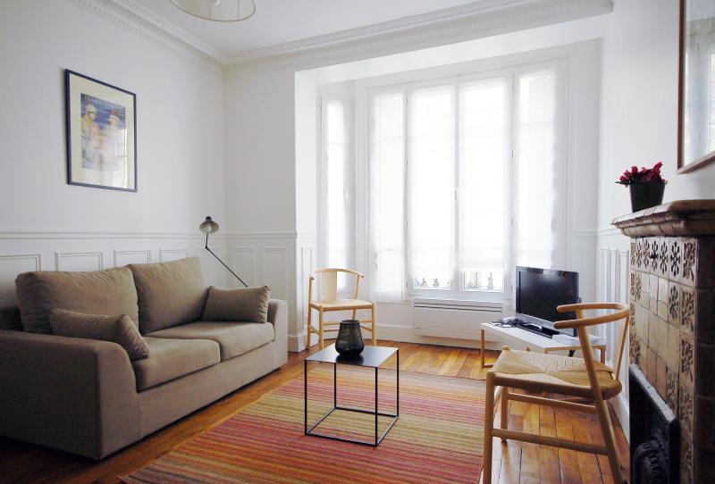 Paris Apartment for Family near Eiffel Tower - Remy - Image 1 - Paris - rentals
