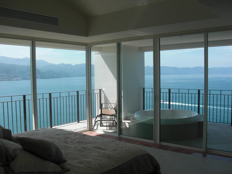 4/5 BDR Grand Ventian Best Views in PV.  End unit. - Image 1 - Puerto Vallarta - rentals