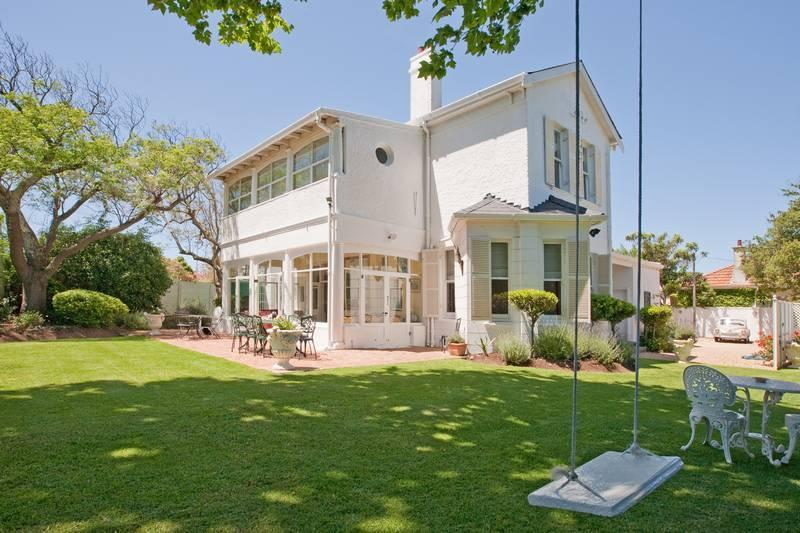 House,and garden swing . - Brooklands ,just 3 K's from Africa's top restaurant - Cape Town - rentals