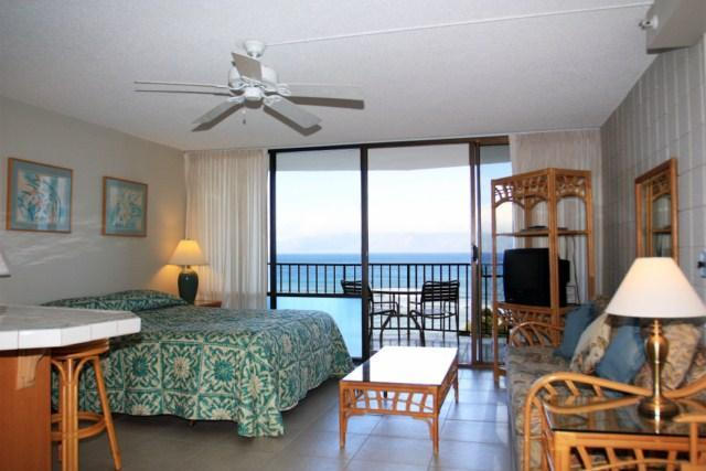 Living/sleeping area - Beachfront Studio Condo  with stuning ocean views - Lahaina - rentals