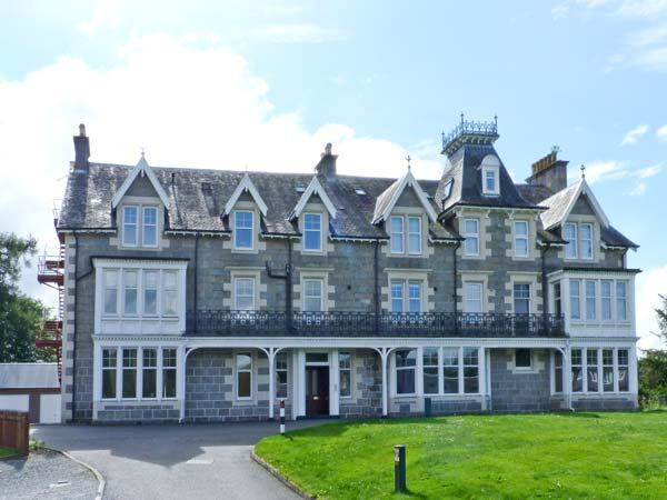 10 MONARCH COUNTRY APARTMENTS, country holiday cottage, with a garden in Newtonmore, Ref 7790 - Image 1 - Newtonmore - rentals