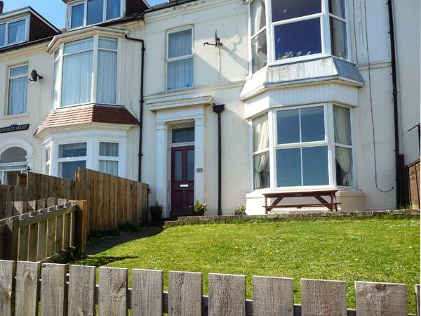 BAY VIEW APARTMENT, pet friendly, with a garden in Hornsea, Ref 9172 - Image 1 - Hornsea - rentals